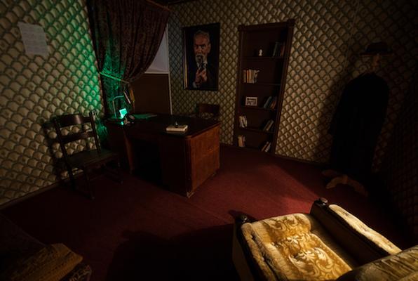 Crazy Doctor (Exit Room) Escape Room