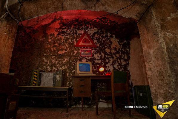 Bomb Online (Exit the Room) Escape Room