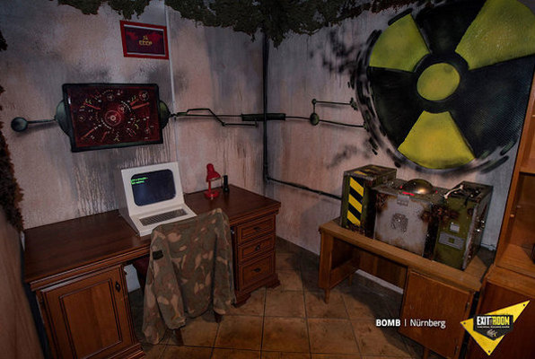 Bomb Online (Exit the Room) Escape Room