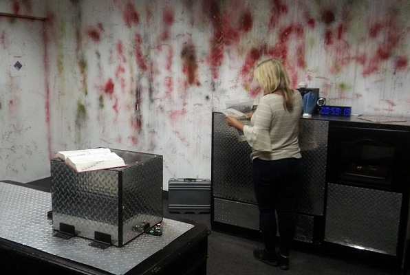 Trapped in a Room with a Zombie (Great Room Escape) Escape Room