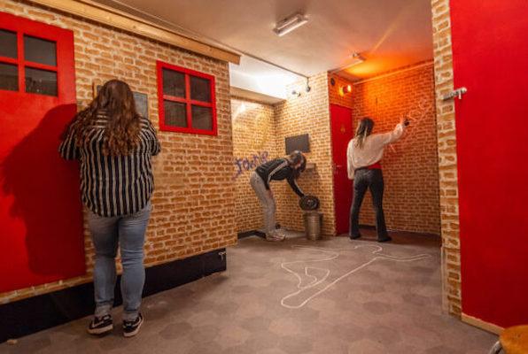Red Light Murder Mystery Room