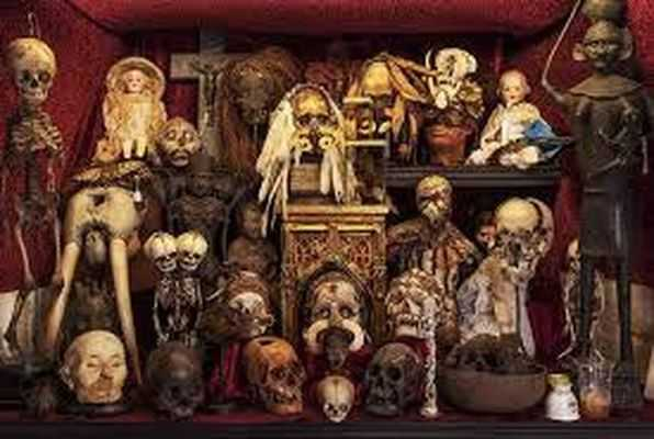 Cabinet of Curiosities (Captive) Escape Room