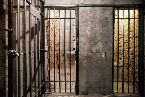 Prison Madness (Brain Game) Escape Room
