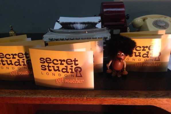 Secret Studio (Secret Studio) Escape Room