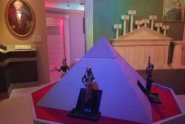 The Great Museum Heist Caper Job (Wicked Escapes) Escape Room
