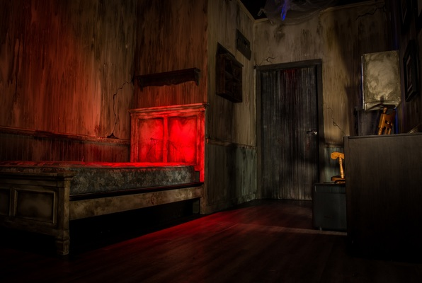 Escape the Darkest Hour: Torture Chamber