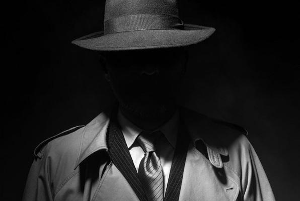 Schiefer Detektiv